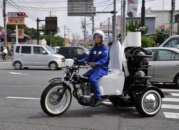 Motosikal tandas bergerak sejauh 300 kilometer