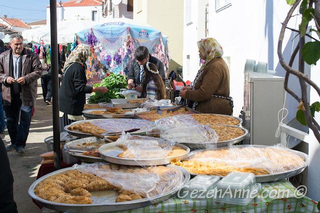tepsi tepsi baklavalar, tatlılar, Sığacık pazarı Seferihisar