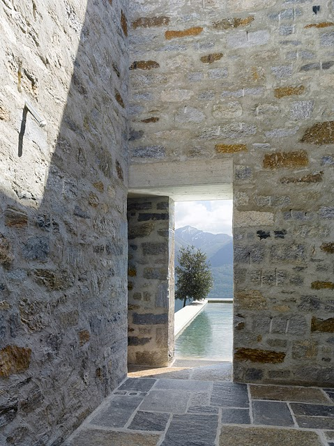 7 Самые красивые дома мира | Фото интерьера каменного дома в Швейцарии