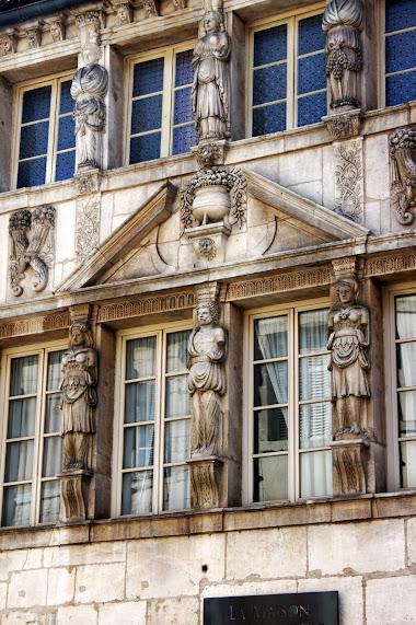 Дижон достопримечательности - Maison des Cariatides - Достопримечательности Дижона, Франция - что посмотреть, путеводитель