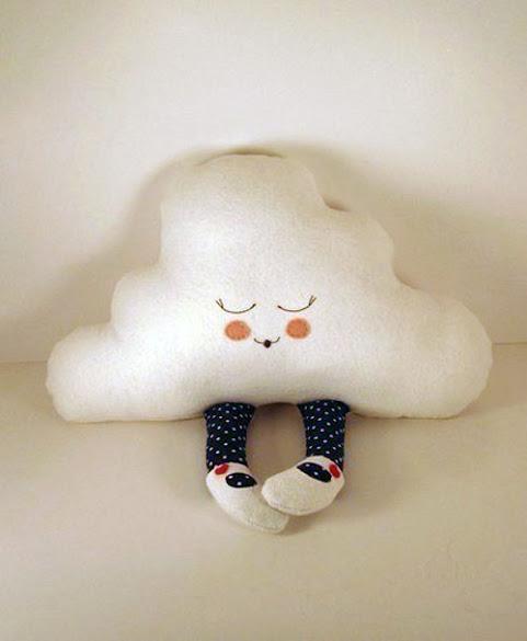 cojín de nube con piernas