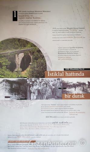 Kastamonu, Küre'deki Ecevit Hanı'nın duvarlarını süsleyen tarihini anlatan panolar