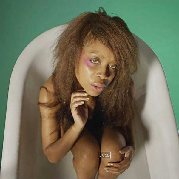 "Erykah Badu showed off her booty in the video, ""The Flaming Lips."""