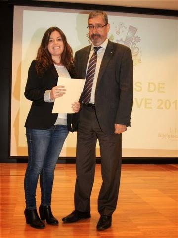 Sara Ruiz rep el premi pel treball de recerca que ha desenvolupat