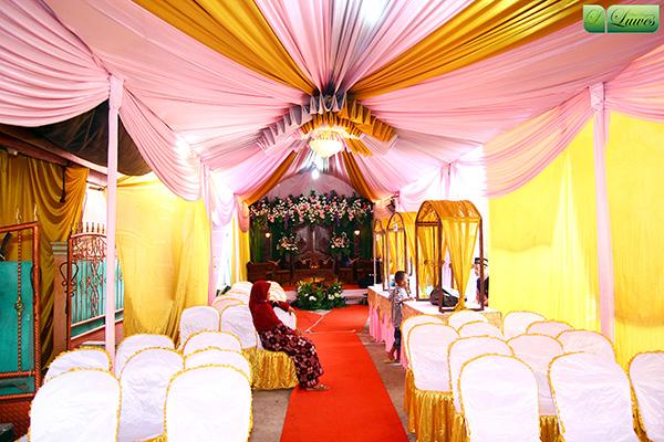 Tenda pernikahan dan dekorasi pelaminan