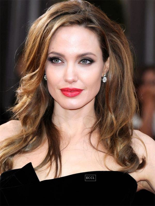 In sharp contrast to the plain jane image from the past, check out the ultimate diva look that Angelina has transformed into in the recent years. Click next to Daniel Radcliffe look from the past!