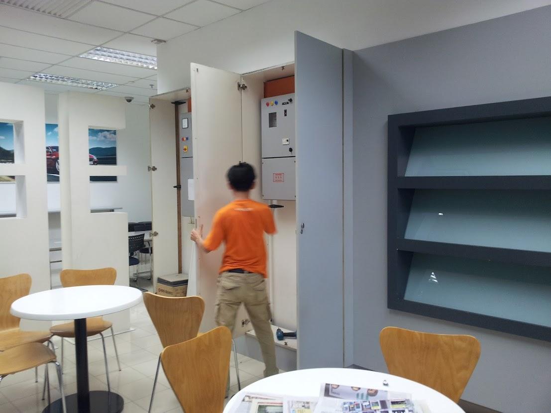 dismentling cabinet door