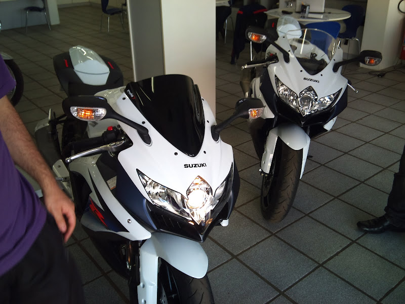 Brinquedo novo na área - GSXR 750 2012 Branca (pag 2) DSC_0058