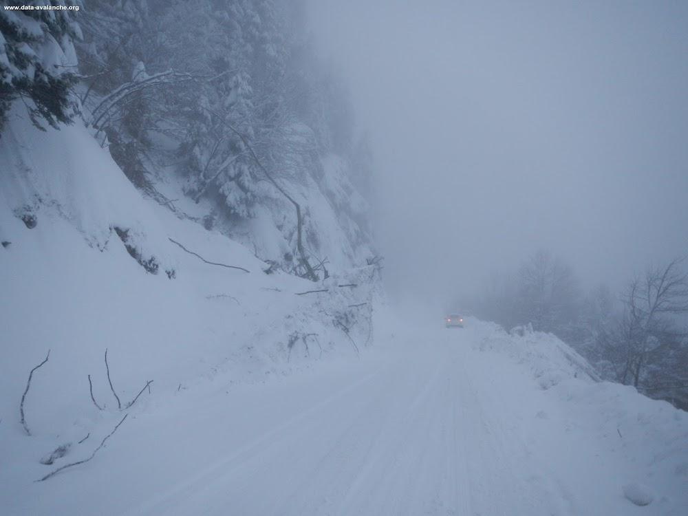 Avalanche Belledonne, secteur Le Recoin, RD111 - Route d'accès à Chamrousse Le Recoin - Avalanche n°1 CLPA St Martin d'Uriage - Photo 1