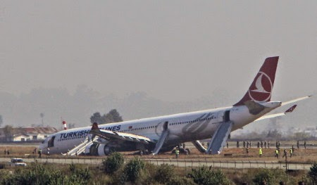 Chiec Airbus A330 cua Turkish Airlines bi hu hong phia mui sau khi lao khoi duong bang Anh AP
