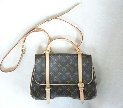 La grande tendance est le sac en toile ou cabas. Je dirai que c est plus un  sac pour y ranger ses affaires