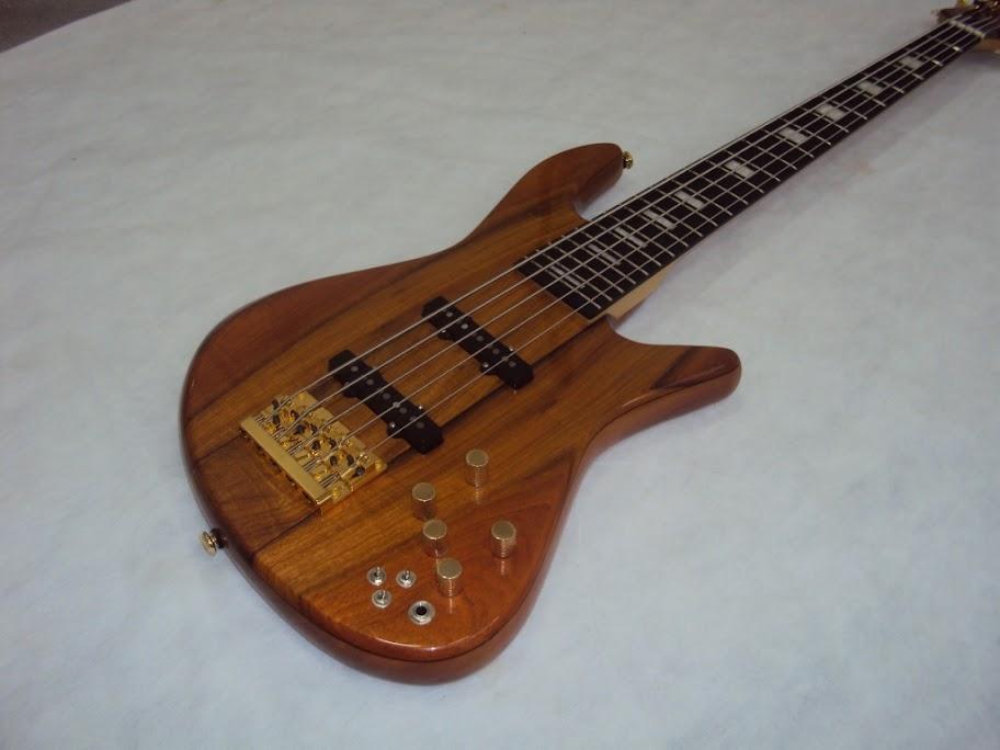 Baixo Custom - Luthier Capelini DSC05422