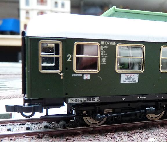 """Roco 64031: Abteilwagen Bauart 53, 2. Klasse, der DB """"Riviera-Express"""""""
