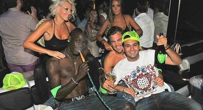 Balotelli nuevamente en Fiesta Salvaje