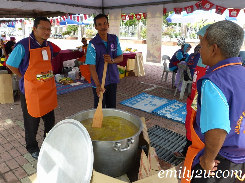 cooking bubur lambuk porridge