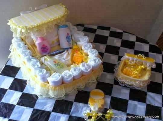 Centro de mesa con pañales para fiesrta bebé