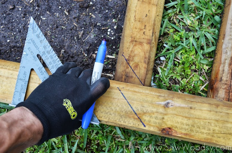 How to Build a Timber Garden Border + Vegetable Garden Tips from SewWoodsy.com #MiracleGroProject #DIY #Gardening