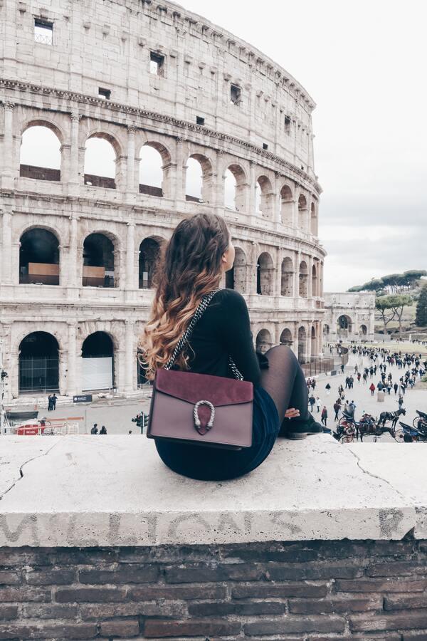 foto de uma mulher turistando
