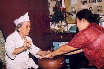 Lương y Huỳnh Thị Lịch chữa bệnh bằng Thập Chỉ Đạo