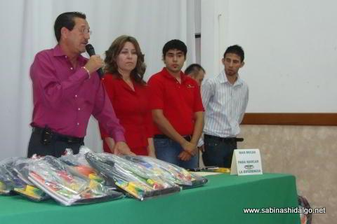 Ceremonia de entrega de útiles y uniformes escolares