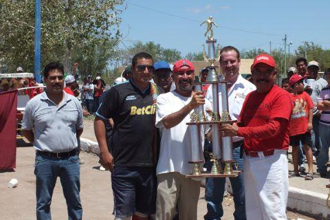 Dinos, cuarto lugar de segunda fuerza de la Liga Municipal de Futbol Soccer.