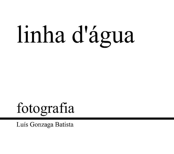 Capa do livro. A área toda em branco, com as letras a preto