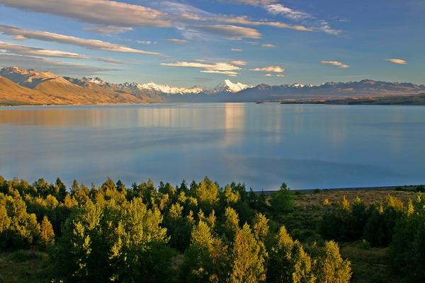 Gora Mt. Cook z jezerom Punaki