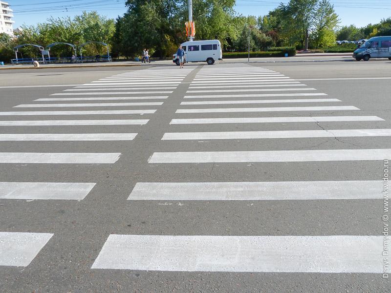 Пешеходный переход в Тирасполе. Широки его просторы =)