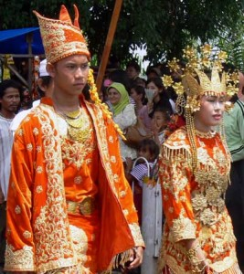 Pakaian Adat Jambi pakaian tradisional jambi 267x300 Pakaian Adat Tradisional Indonesia