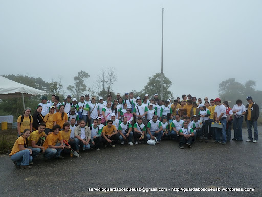 Grupo de participantes de la reforestación