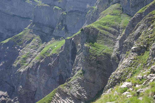 Sentier sacrément aérien le long de la cascade des Fours...