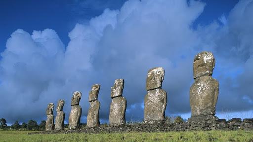 Ahu Akivi, Easter Island, Chile.jpg