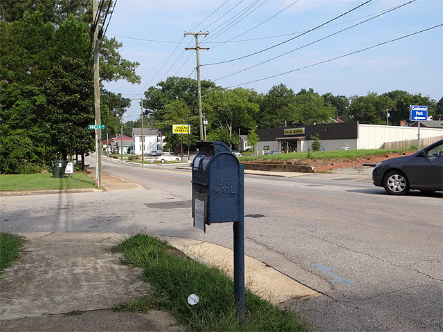 Pole-mounted post box