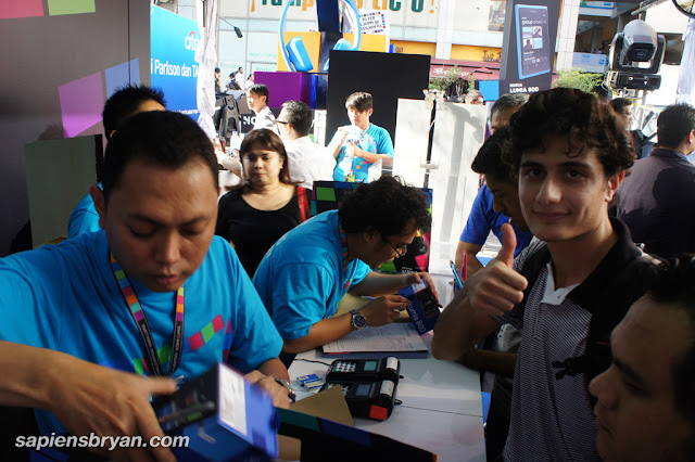 The first and proud owner of Nokia Lumia owner at Nokia Lumia Launch who queued since 6am