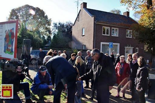 burgemeester plant lindeboom in overloon 27-10-2012 (26).JPG