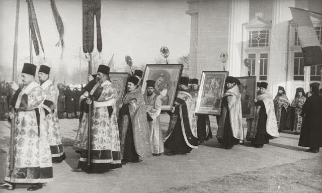 Regele Carol al II-lea şi Regele Mihai, de Bobotează, la Chișinău, în anul 1940