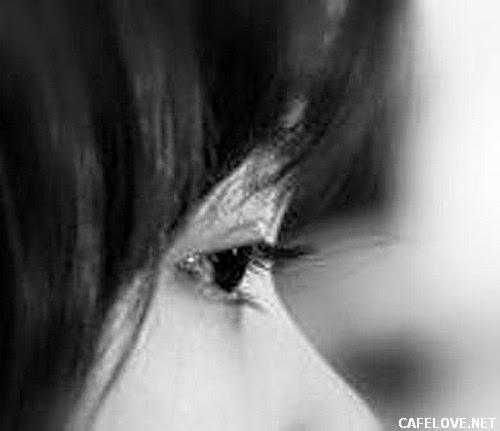 Ảnh đôi mắt buồn của cô gái
