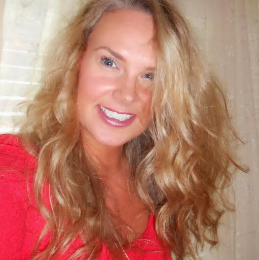 Monique Barton Photo 10