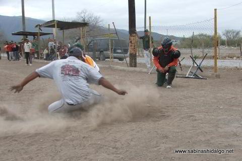 Barrida en el softbol del Club Sertoma