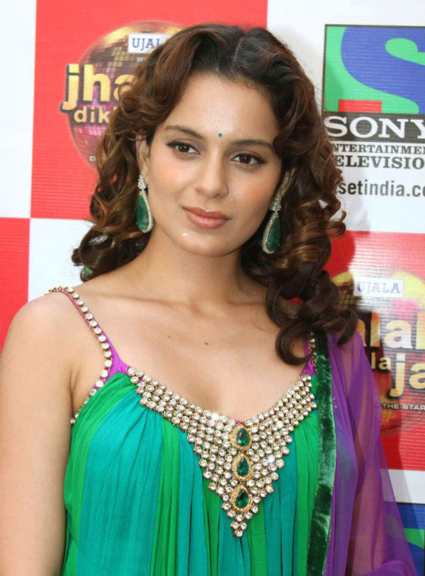 Kangana Ranaut At Jhalak Dikhla Ja Sets Cute Stills Green Dress