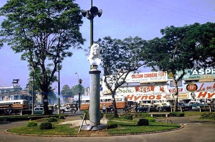 Tấm hình tượng đài Quách Thị Trang giai đoạn mới kiến tạo