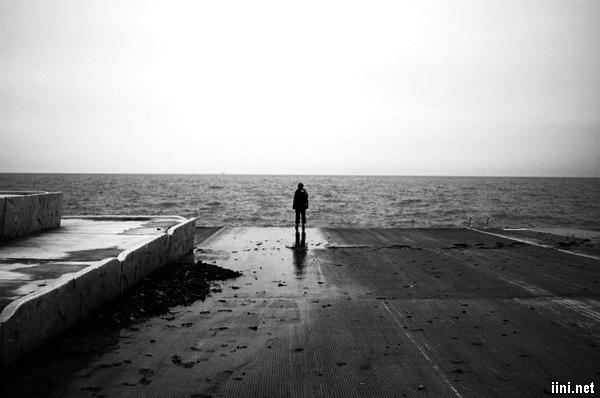 ảnh biển buồn lẻ loi