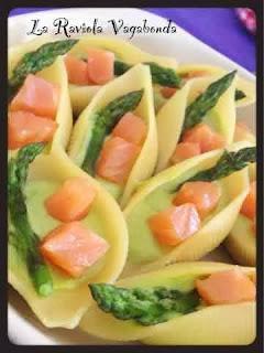 conchiglioni con crema di asparagi selvatici e filetto di salmone affumicato