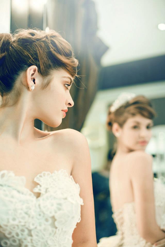 Mẫu Tây Andrea Aybar kiêu sa trong váy cưới trắng - Ảnh 4