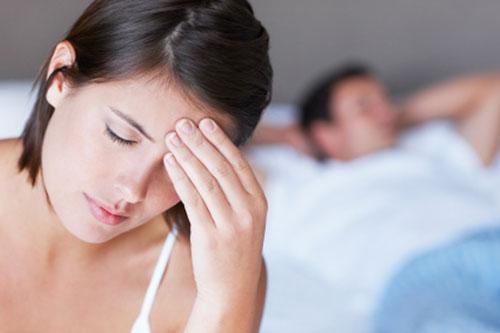 phụ nữ buồn vì chồng ngoại tình