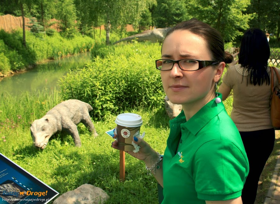 W piciu kawy Kasi nie przeszkadzają nawet dinozaury