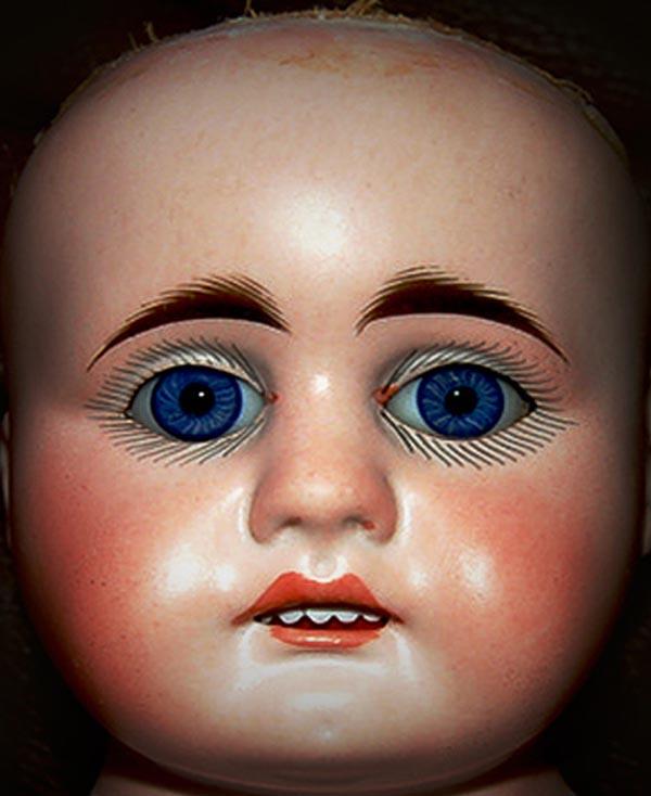 Boneco de onde foram tirados olhos e sobrancelhas para a montagem