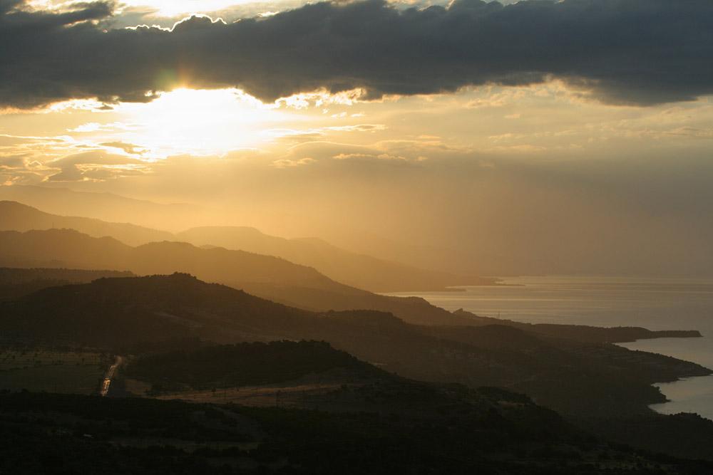 Восход в храме Афины, Ассос (Бехрамкале), Турция