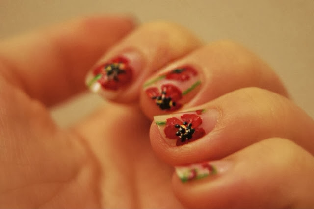 Nail art floral nail of the day nails poppy NOTD