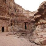 エド・ディルへの道中に岩窟墓「ライオン・トリクリニウム」
